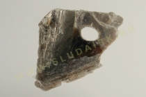 Кристалл мусковита, поврежденный при буровых работах